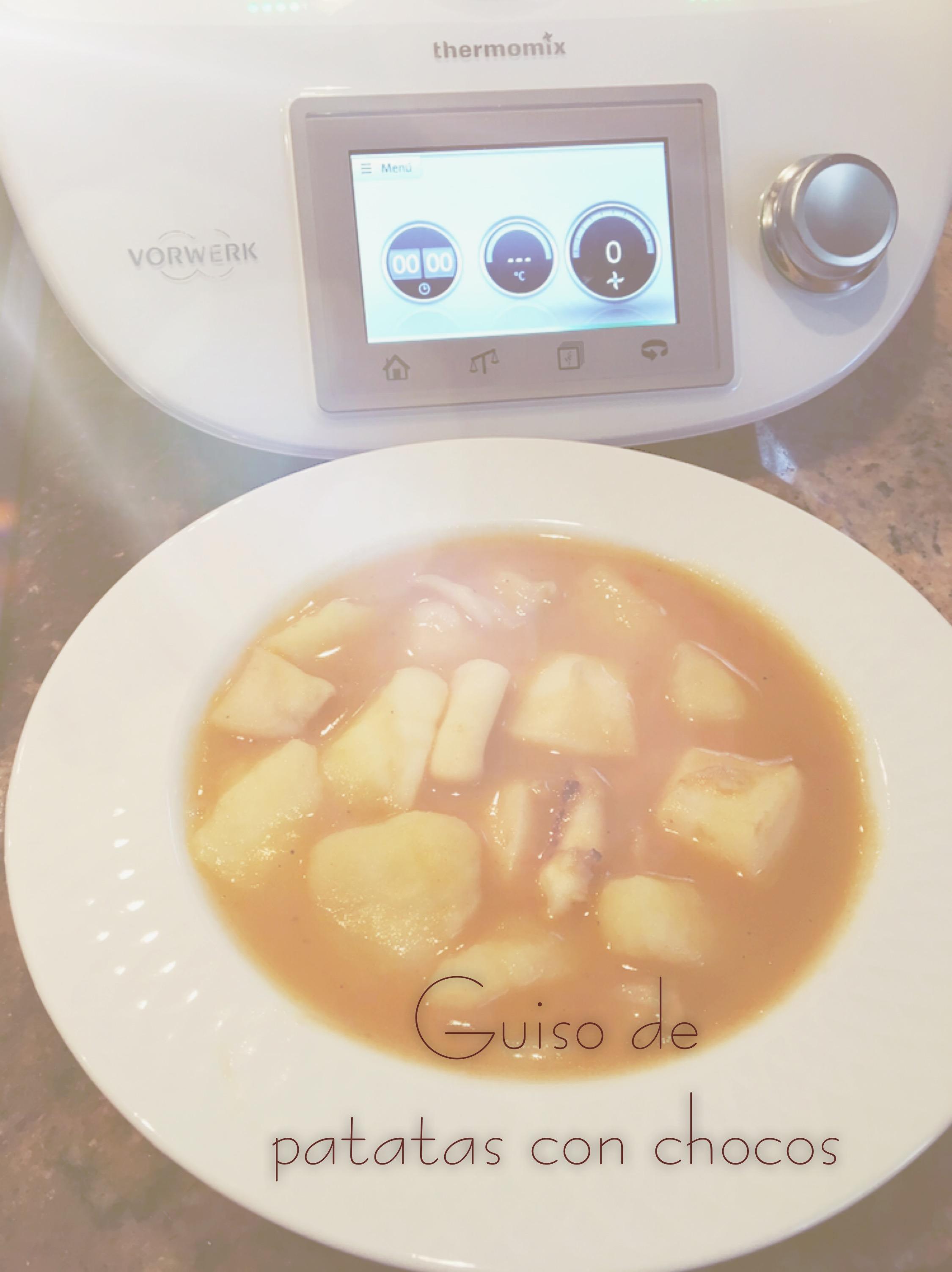 Patatas guisadas con chocos en Thermomix® ©