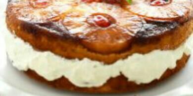 Tarta de piña invertida con nata