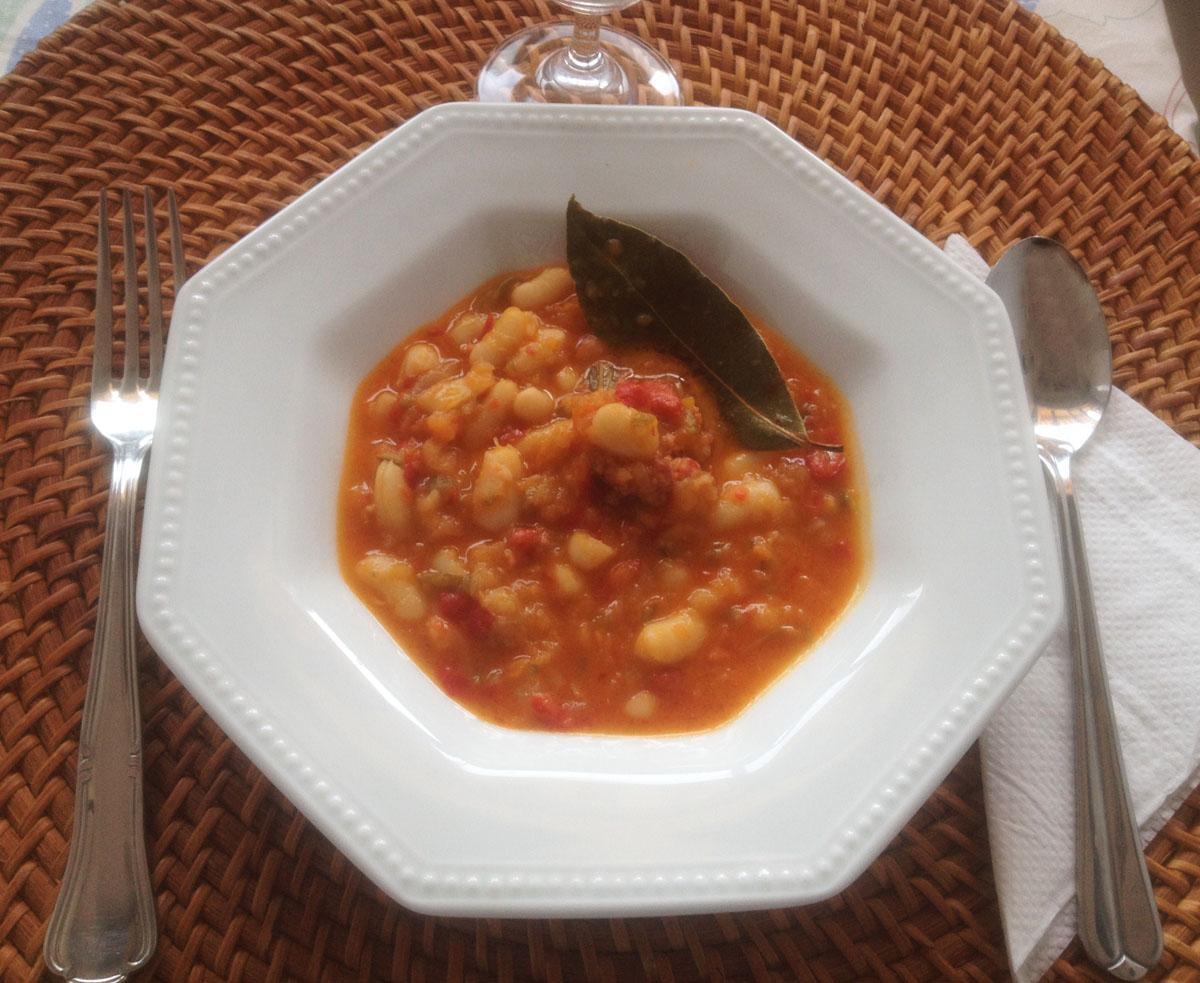 Judías blancas con verduras y chorizo